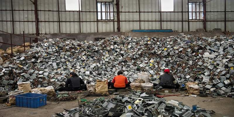 E-Waste workers often work in pathetic conditions