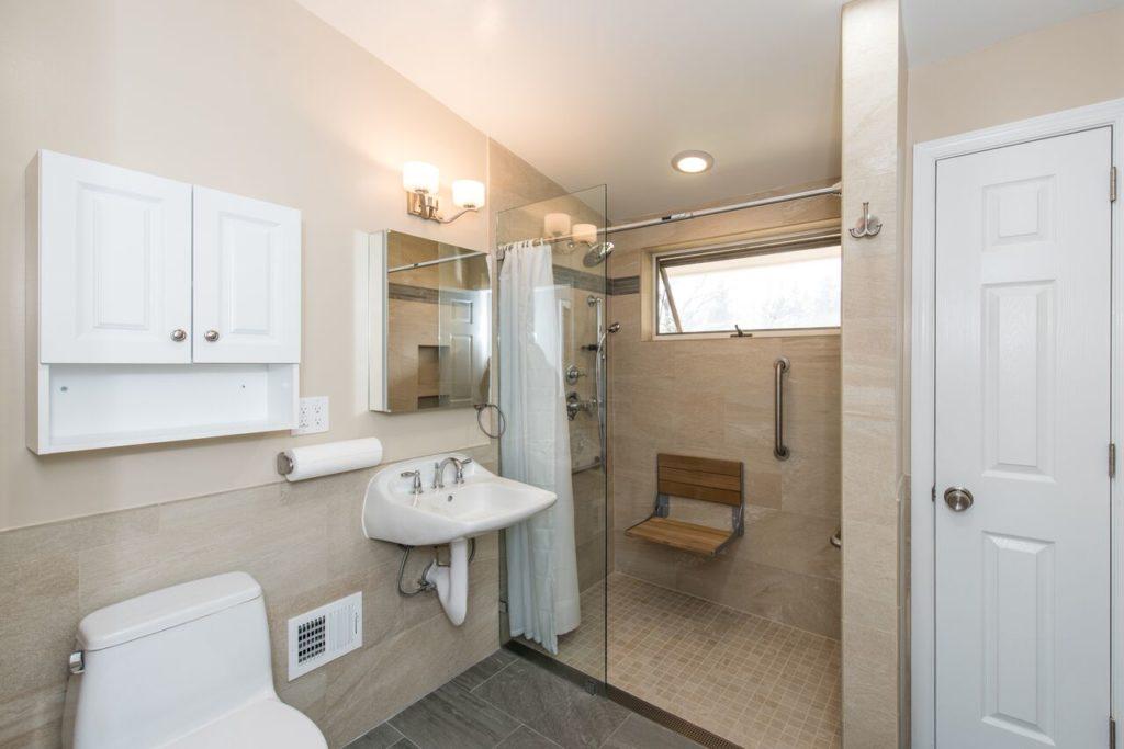 bathroom-remodeling-for-disabled